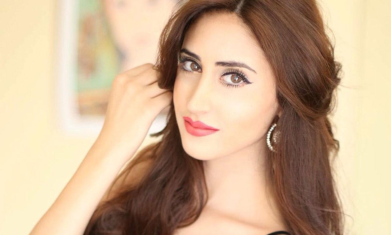 Model Anchor Actress